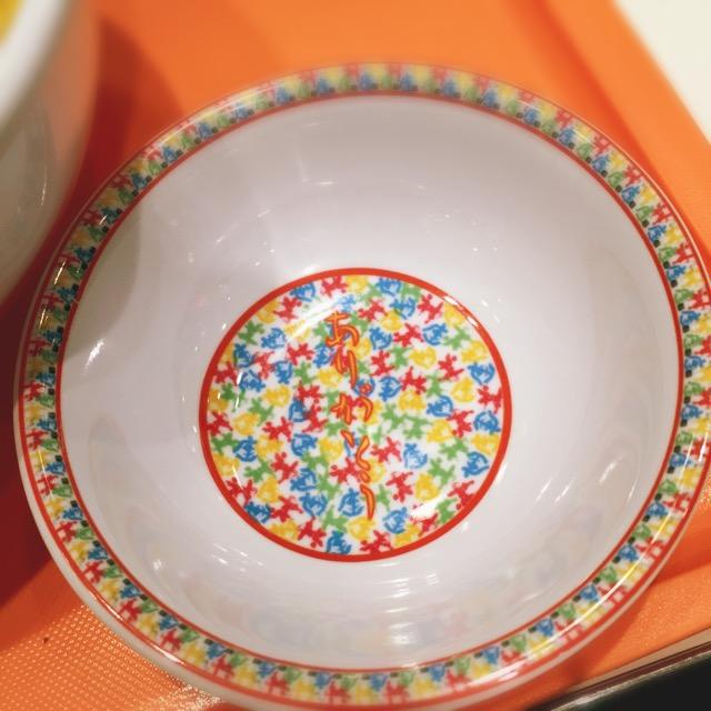 小碗的底部用日文寫著「謝謝」呢!