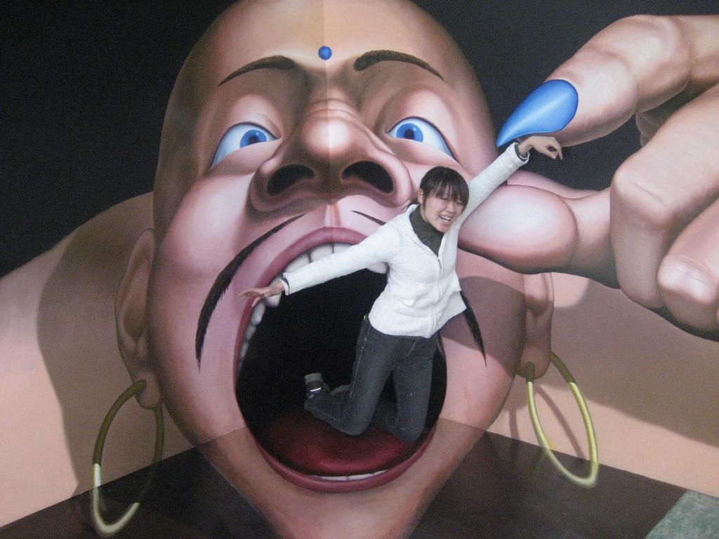 【已結束】驚人迫力的有趣照片,讓您拍個不停♪7/25(星期六)~8/19(星期三),「不可思議的迷宮!錯覺藝術展 inTWIN21」開幕了!!