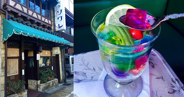 京都河原町的懷舊風純喫茶『Soiree』讓人陷入如戀愛中焦急情緒的「Jelly Punch(七彩果凍氣泡水)」。
