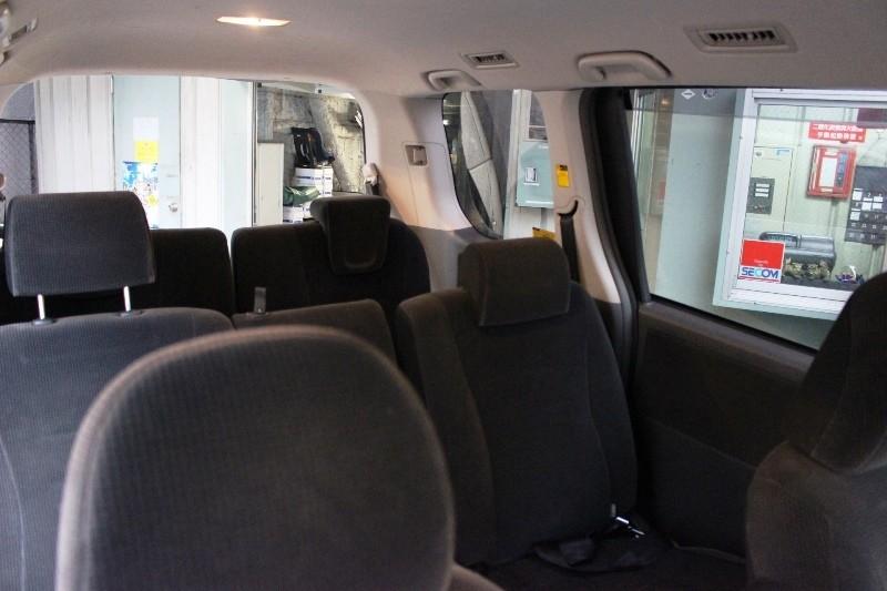 寬敞舒適的車內空間