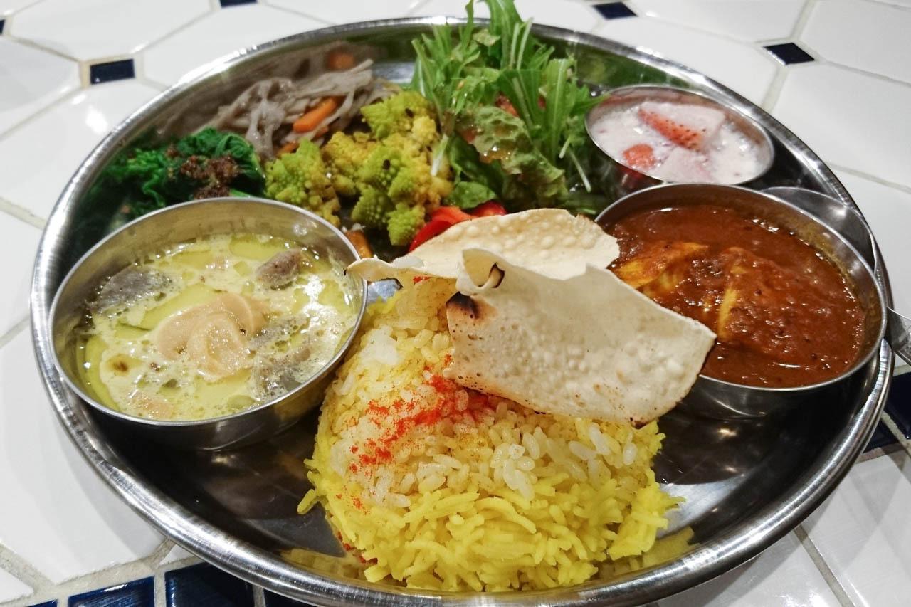 周日限定蔬菜和豆子和水果的正統咖哩!! 中崎町『Nabusari CURRY(ナブサリカレー)』