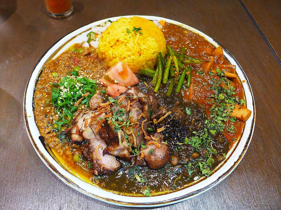 """北堀江的咖哩店『Khaos Spice Dinner(カオス スパイスダイナー)』,""""通通一起上""""的極品咖哩午餐!"""