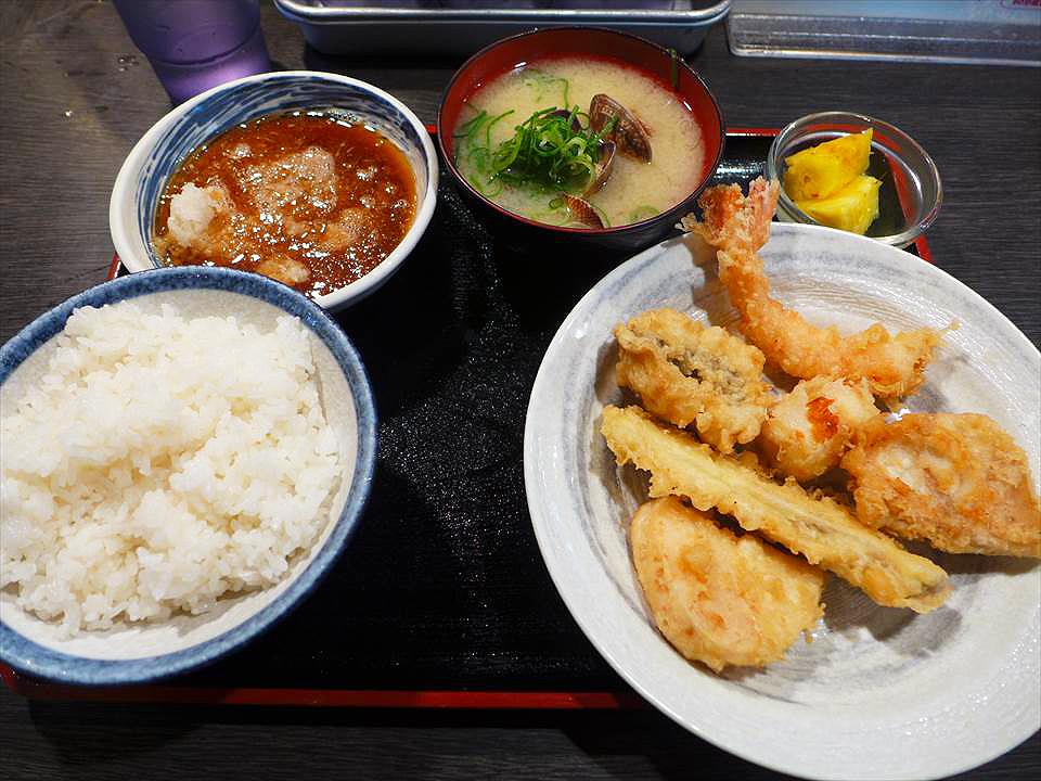 難波『天婦羅 大吉(天ぷら 大吉)』的星期六限定午餐,香熱酥脆的現炸天婦羅!
