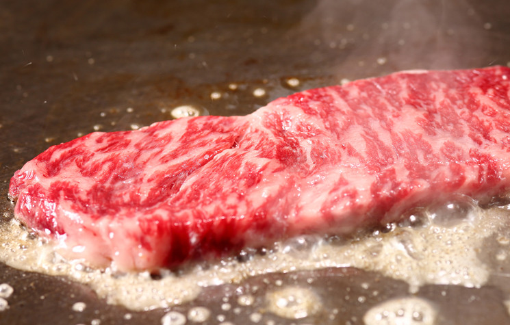 現煎牛排和握壽司都任你吃到飽!梅田『Little Monster』週休假日限定的午餐吃到飽超划算!!