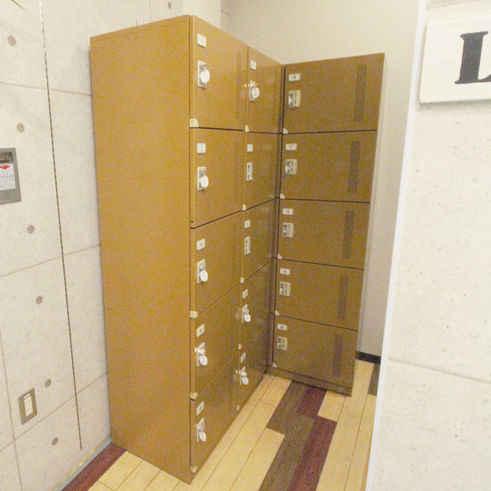 大阪民宿NERAREL HOSTEL Namba-置物櫃