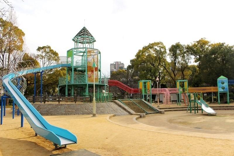 大受小朋友歡迎!可以讓小朋友開開心心、盡情遊玩的免費運動遊樂景點『大阪城遊具廣場』