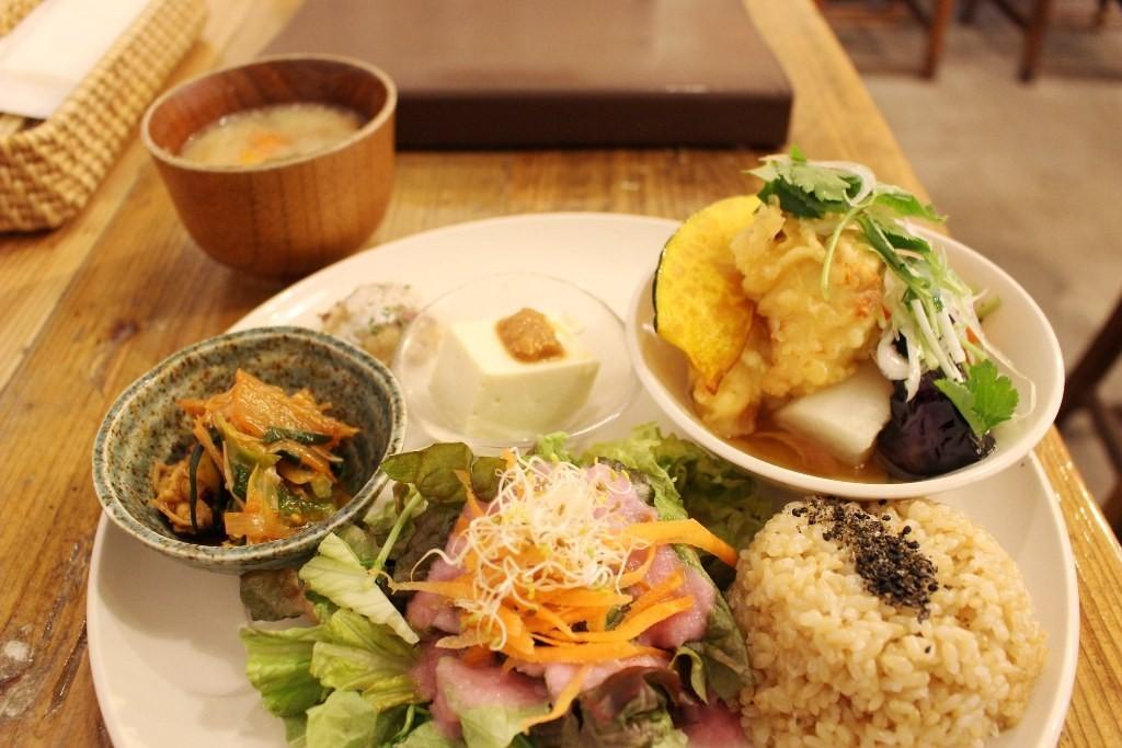 「食」在健康的魅力午餐!京橋『實身美(実身美)』的「每日健康特餐」