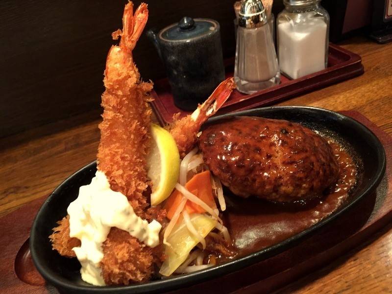 從漢堡排流出的肉汁令人驚豔!梅田・大阪站前第3大廈地下2樓的『BUDO-TEI(ぶどう亭)』