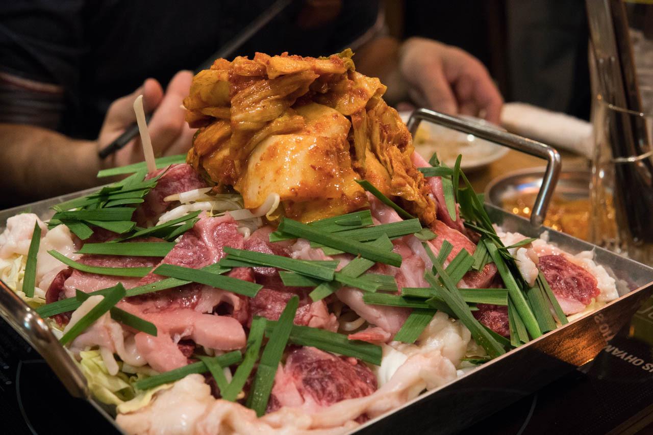 份量十足!使用上等和牛的大阪名產平盆鍋料理。位於北濱的『鐵板鍋YANAKICHI 北濱店』