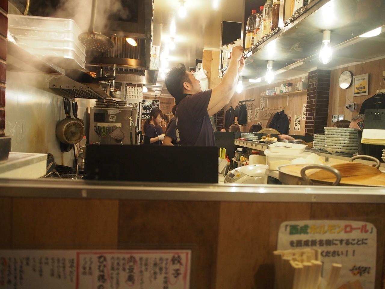 餃子酒館吧檯