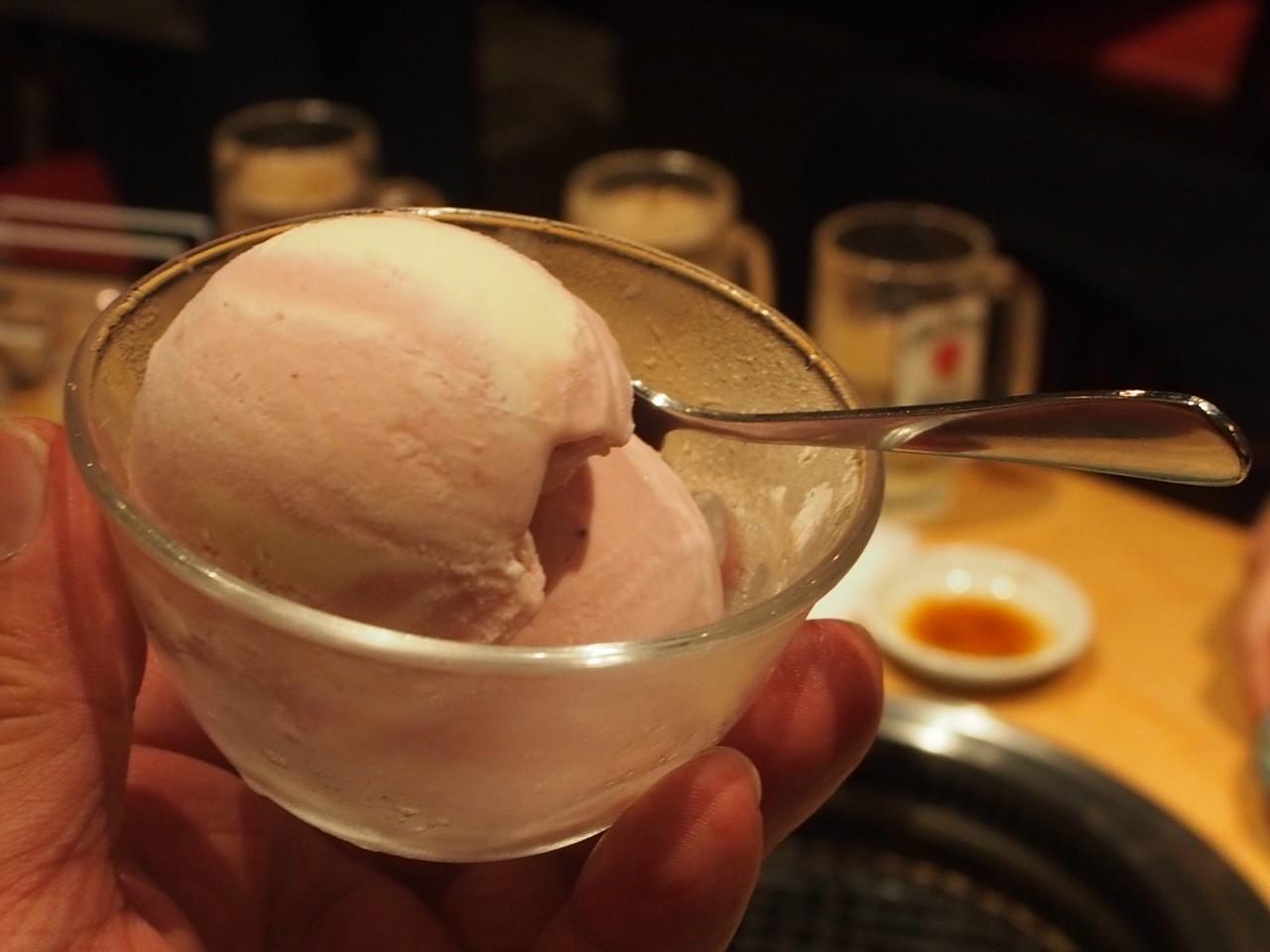 草莓牛奶冰淇淋