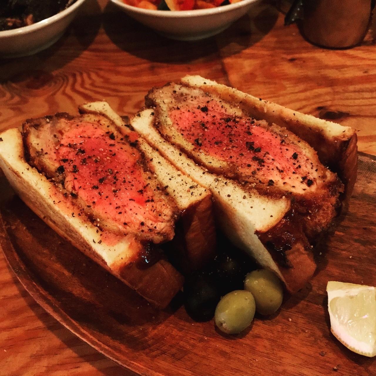 超級巨量級的超厚切豬排三明治