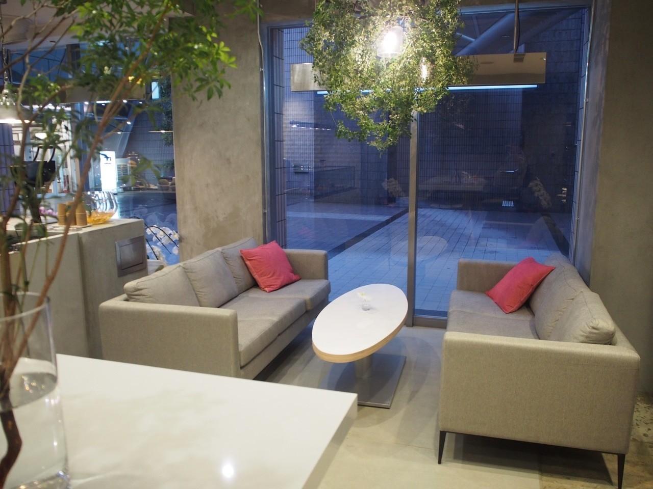 日式店內舒適沙發座位