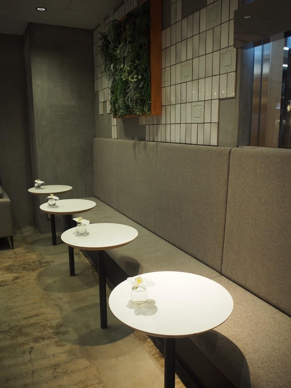 店內白圓桌