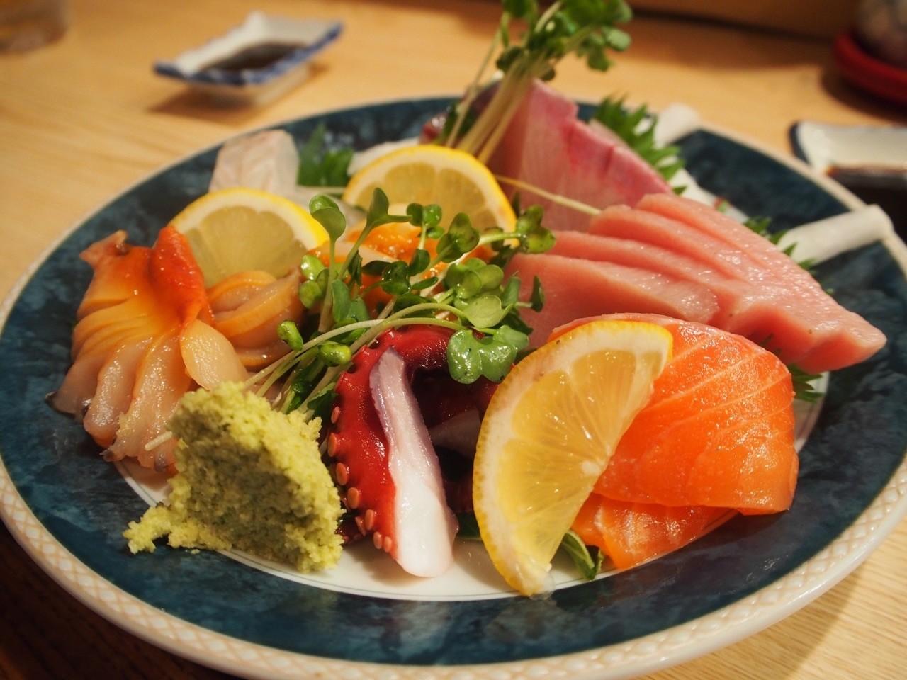 大阪居酒屋新鮮生魚片綜合拼盤