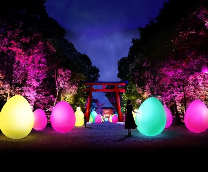 古都・京都世界遺産『糺之森』舉辦「下鴨神社 糺之森的光之祭典 Art by teamLab」化身藝術空間。