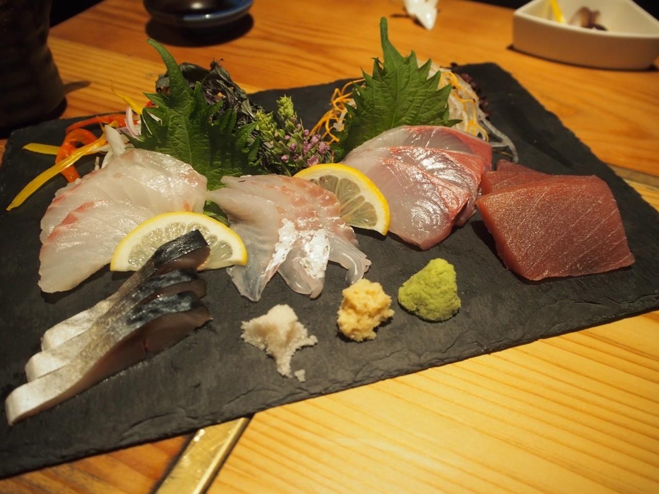 日本大阪居酒屋生魚片綜合拼盤