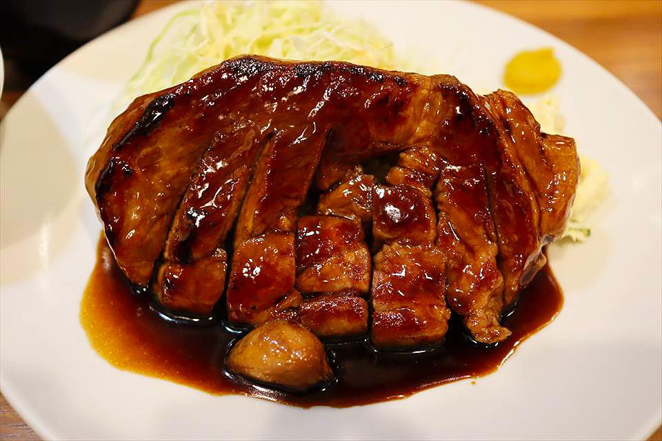 可以選擇肉的份量,白飯加大跟續飯也免費!日本橋的『大阪TONTEKI 難波WALK店(大阪トンテキ なんばウォーク店)』