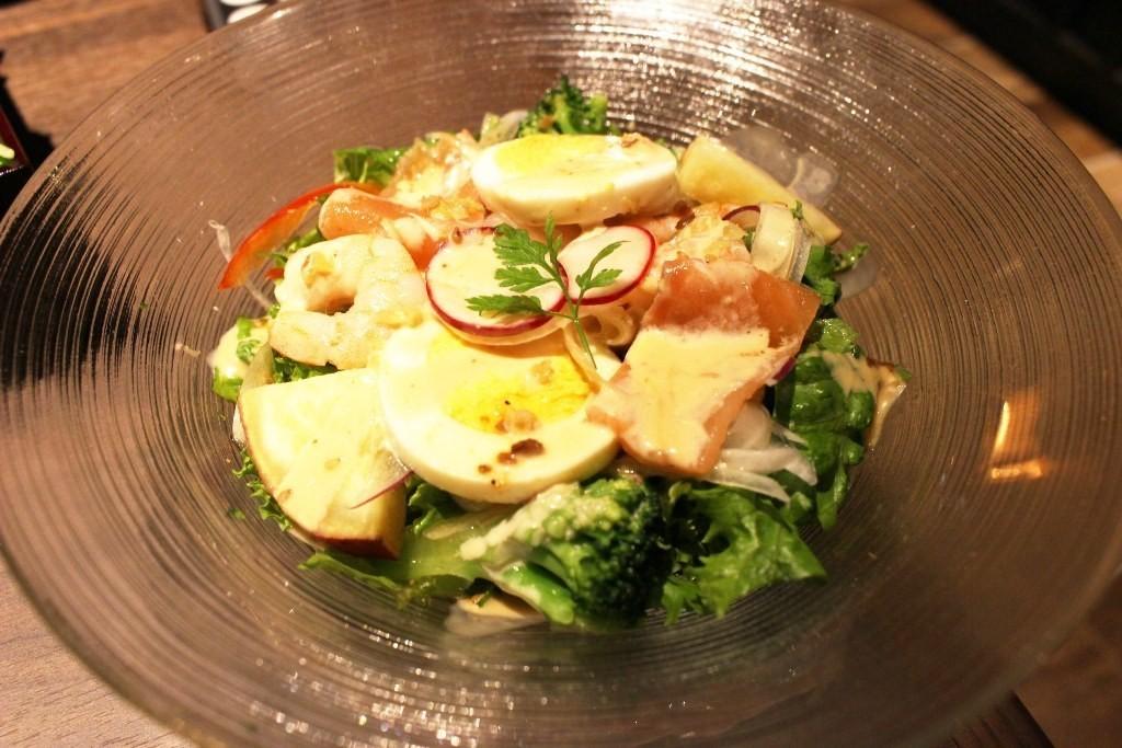鮭魚蝦子芝麻鮪魚醬沙拉佐鮮薑末
