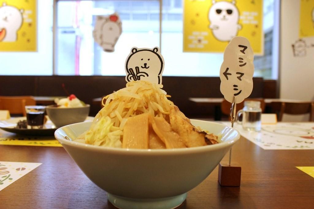 ★Nagano老師設計★「飽足感十足的加料拉麵(ボリュームたっぷり マシマシラーメン)」(1,390日圓)。不論是普通大小或是蔬菜加大都是同一價格。