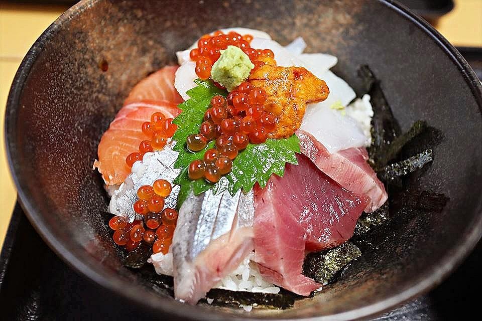 烏賊好吃得沒話說,其他食材也都超新鮮!不容錯過的海鮮丼!堺・鳳的『烏賊食堂(いか食堂)』