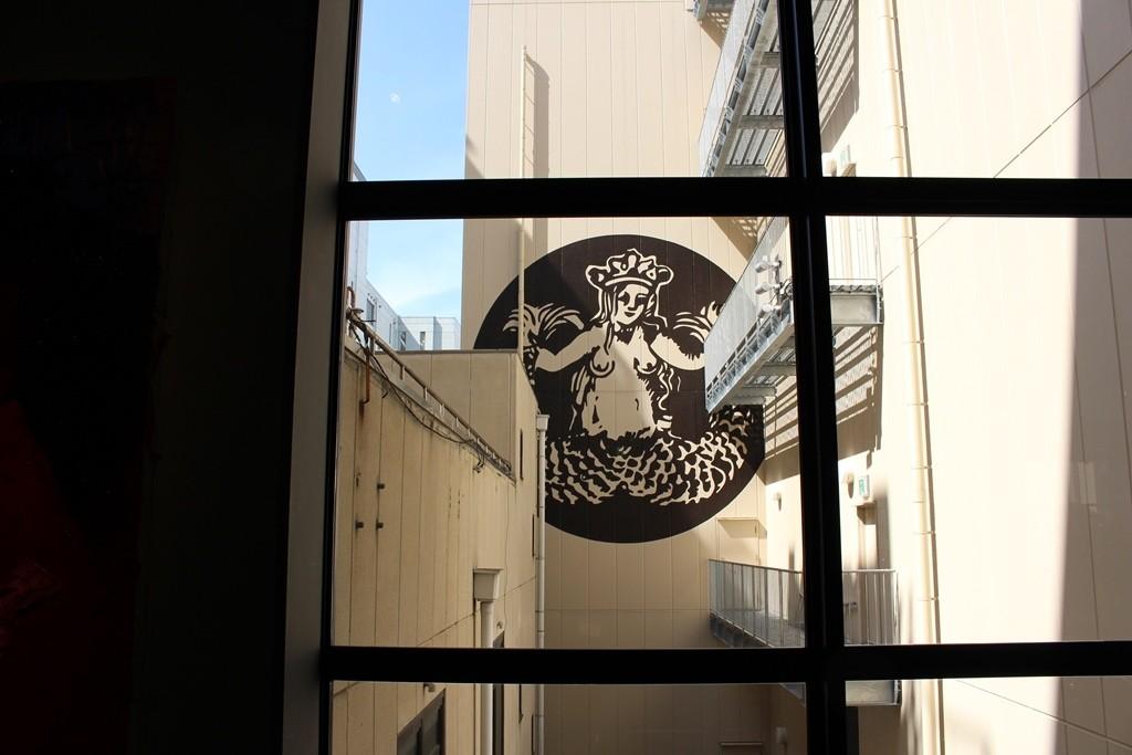 在80件以上藝術作品的環繞之下享用咖啡!『星巴克 京都BAL店(スターバックス コーヒー 京都BAL店)』