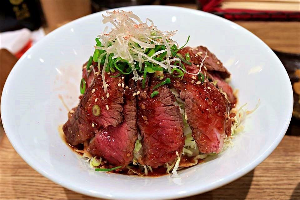 肉量驚人!橫膈膜牛排丼午餐CP值爆表!難波・日本橋『牛串酒場 BAR MEAT(牛串酒場 バールミート)』