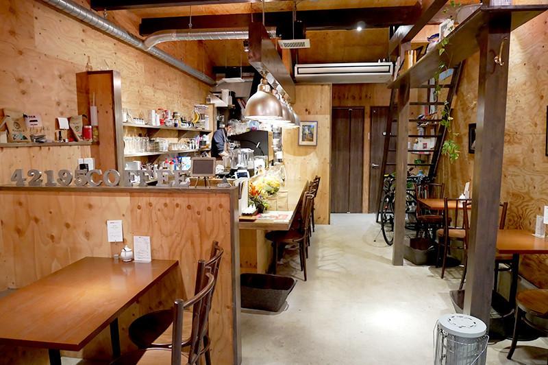 在廣受當地居民歡迎的隱藏咖啡廳『42195 COFFEE』度過美好時光