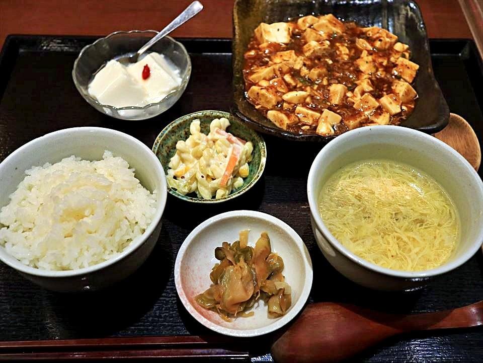 本町・心齋橋地區的『中國酒家 明元』的必吃菜單,有7~8成的客人都點「麻婆豆腐午餐套餐(麻婆豆腐ランチ)」