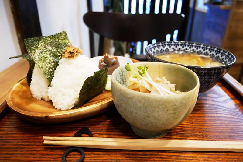 主角是白米!在中崎町『眼鏡製作所咖啡館 藍丸(めがね製作所カフェ 藍丸)』,享用充滿心意的米飯和日式甜點