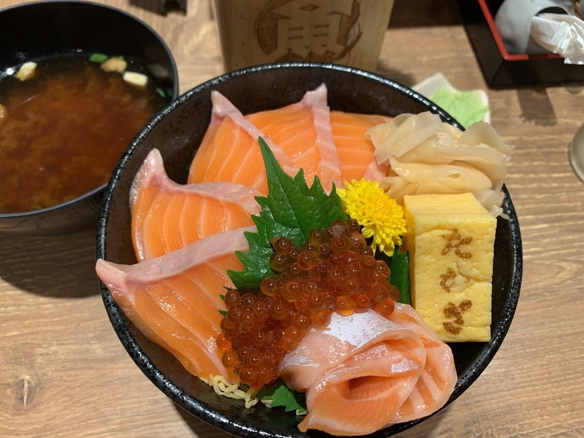 大阪美食|在阪急梅田站剪票口內吃得到新鮮的壽司和海鮮丼!『高木鮮魚店 阪急梅田店』