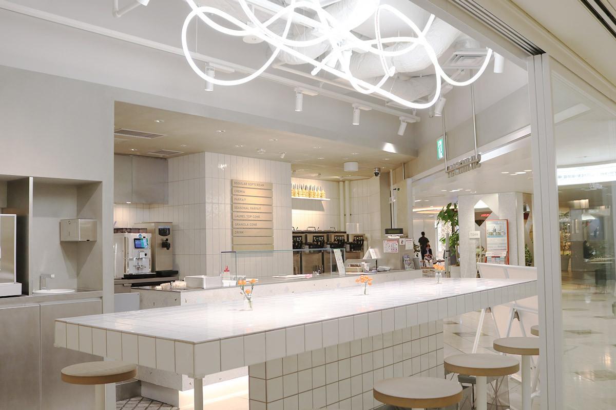 大阪梅田美食 在『阪急三番街』的霜淇淋專賣店『SILKREAM』,盡享奶香滑順的濃郁滋味