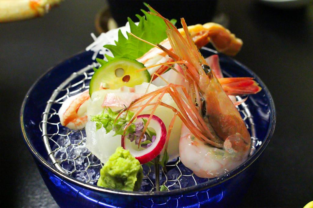 生魚片(生蟹肉、蝦子等)