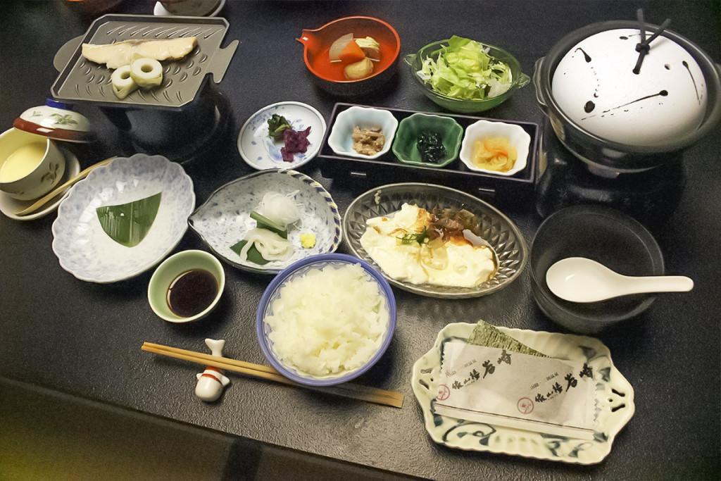 白飯是用三朝名水孕育而成的三朝產越光米!
