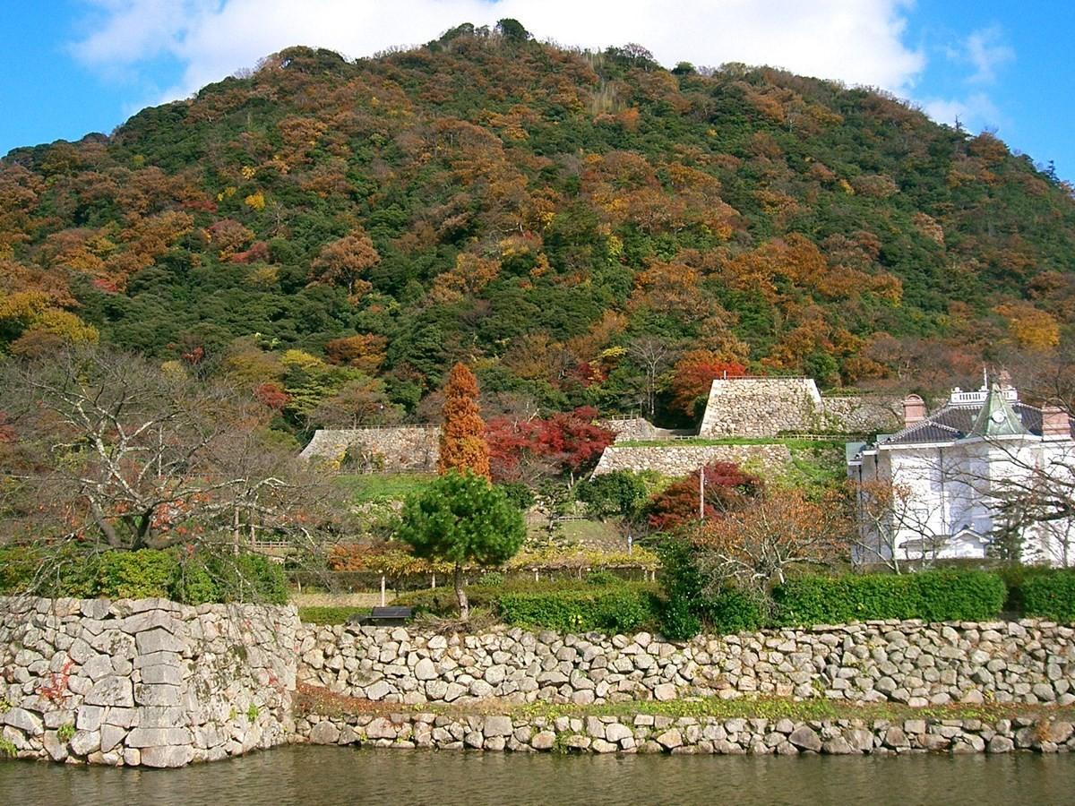 秋天的仁風閣與鳥取城跡